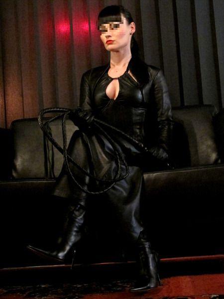 Mistress vuole servo per clistere punitivo